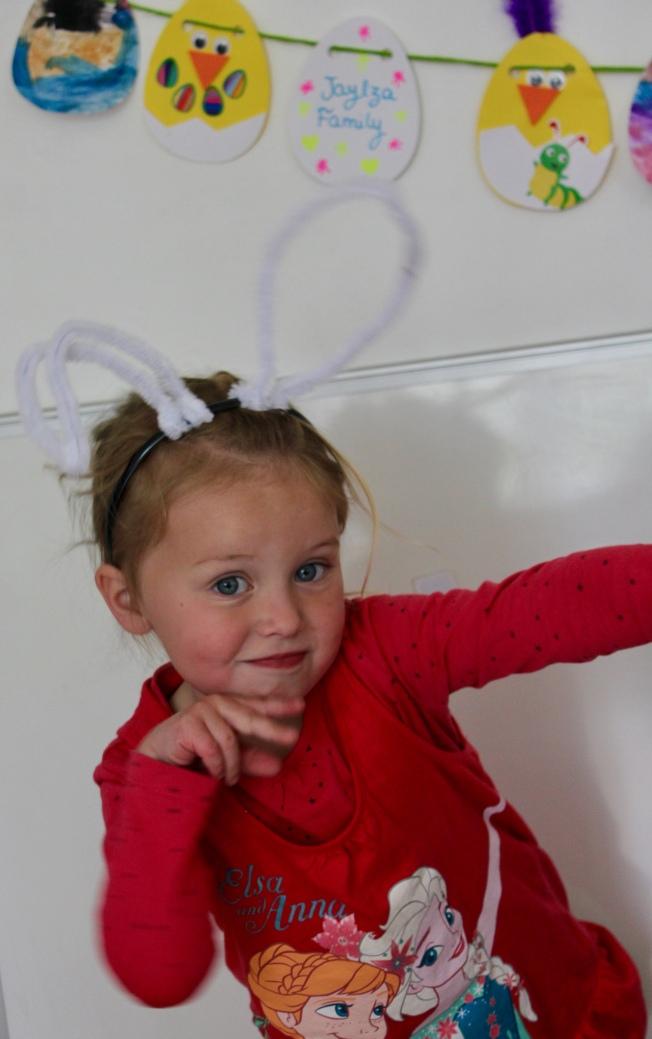 Toucan Box Avril Serre-tête lapin Guirlande Oeufs de Pâques