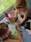 On s'occupe et on s'amuse dans le train avecUsborne!
